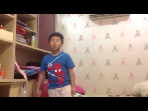Chau Gia Bao hat bai chien co sieu hang