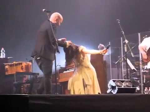 Elisa e Giuliano Sangiorgi - Basta così e Ti vorrei sollevare live @ Gran Teatro Roma 7 maggio 2011