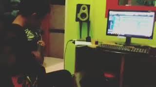 """Take guitar @husain getmyhouse pop punk    #gazzastudio #song #sing #musically #music #wonosobo"""""""