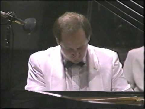 Emile Naoumoff plays Grieg Concerto at Hollywood Bowl 1989