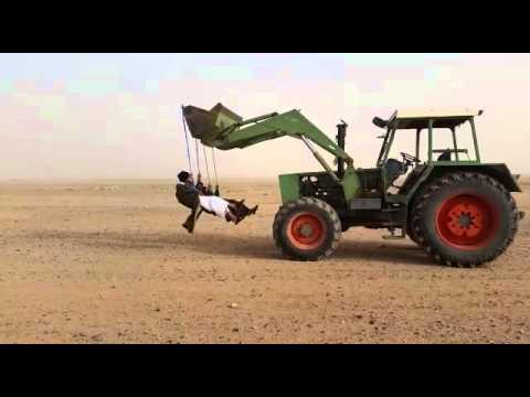 funny-Saudi-desert-tractor-swing