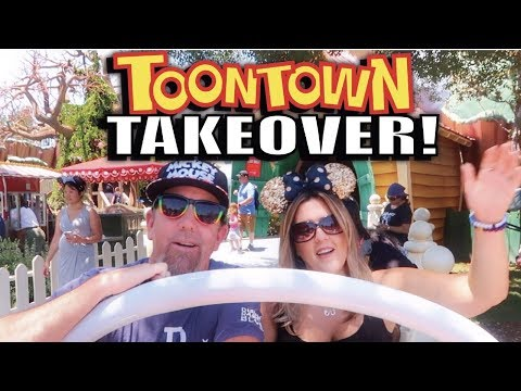Visiting Mickey Mouse At His House In Toontown, A Ride On Roger Rabbit's Car Toon Spin, & Merch!