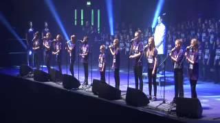 5000 Children Sing Gary Barlow