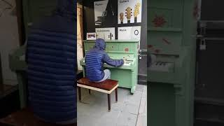 Street pianist impresses shoppers in Manchester