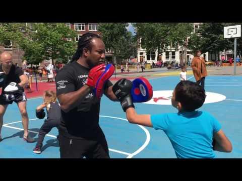 kickboxing-workshop-voor-kinderen-van-5-tot-12-jaar-bij-het-schoolplein-van-het-landje-in-rotterdam