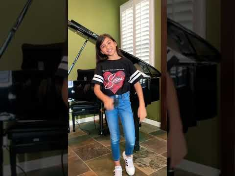 9 Yr Old Madison Taylor Baez Sings Selena Disco Melody Tribute