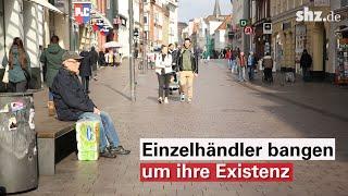 Es ist ruhig in der flensburger innenstadt. man merkt, das leben nach den noch drastischeren einschränkungen anders. jetzt sollen auch einzelhändler, sof...