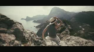 Туристка из Англии опубликовала видео путешествия в Крым(Видеограф из Лондона Даша Хагг опубликовала на своей странице Hugg Vision видео о своем путешествии в Крым. В..., 2016-06-17T08:56:06.000Z)