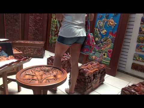 Wood craft shopping in Belize market