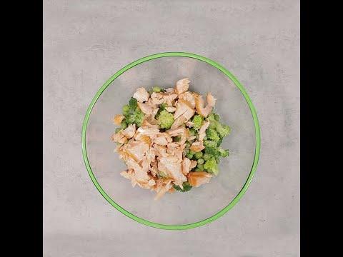 Salată cu somon broccoli și mazăre