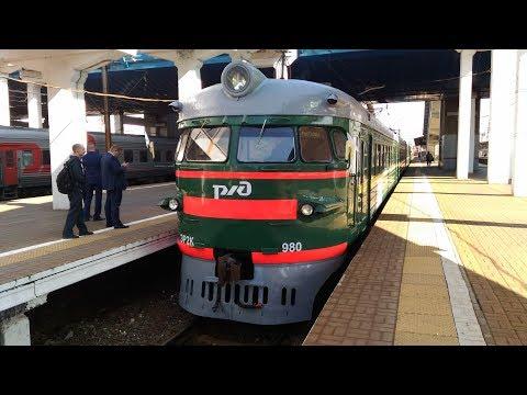 Ретро-электропоезд ЭР2К-980 отправляется со станции Мытищи