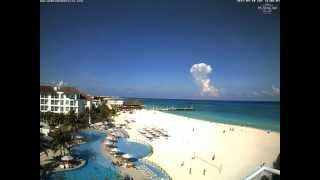 Cumulonimbus and lightning visible from Playa del Carmen, Mexico (time-lapse) - Sep 10, 2011