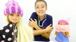 Мультики для девочек. Барби и Штеффи утепляются. Видео с куклами.