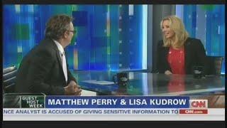Мэтью Перри берет интервью у звезды сериала \