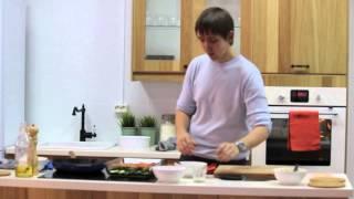 Рыбные рулеты с зеленым маслом и печеными овощами