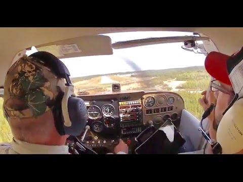 Cessna 172 Challenging 30 Knot Direct Crosswind Landing
