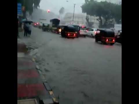 #Bombay (#Inde) pluies de #mousson diluviennes inondations  29 08 2017