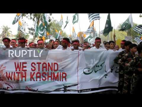 Pakistan: School pupils rally in Karachi over situation in Kashmir