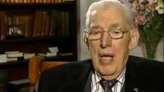 Ian Paisley denounces the Pope
