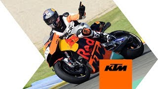 Tony Cairoli testing the MotoGP RC16 in Valencia | KTM