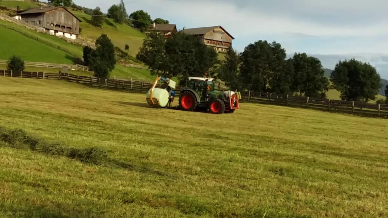 Traktor Mit Ballenpresse Und Rundballen Wickeln Claas Grasernte Farmer Withtractor Round Baler