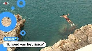 Jongen zwaargewond na duik van rotsen