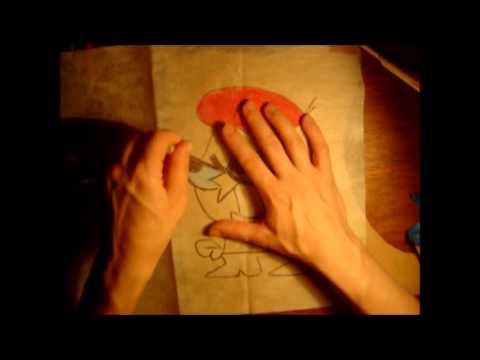 Pintura em TNT beje desta vez com um desenho que os meninos vão gostar de fazer também.