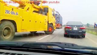 lái xe ôtô may mắn thoát chết vì tai nạn giao thông nghiêm trọng trên đường cao tốc dash camcorder