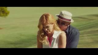 Дедушка легкого поведения играет в гольф