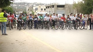 مدرسة ذكور عتيل الثانوية تنظم سباق للدراجات الهوائية تحت عنوان الطريق الى القدس