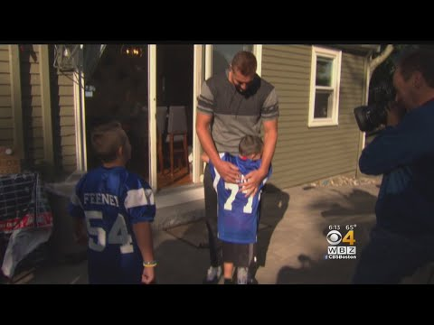 Patriots Tight End Rob Gronkowski Makes A Wish Come True For A Special Young Fan
