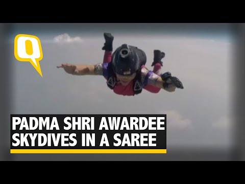 Padma Shri Awardee Skydiver Makes 13000 ft Fall in a Nauvari Saree | The Quint