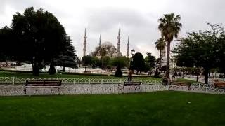 Стамбул, Голубая мечеть (Султанахмет)(Мы едим вкусные турецкие бублики. Есть просто посыпанные маком, есть с нутеллой (та ещё вкусняшка), есть..., 2016-07-15T16:00:00.000Z)
