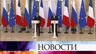 В первый день ПМЭФ главное внимание было приковано к переговорам В.Путина и Э.Макрона.