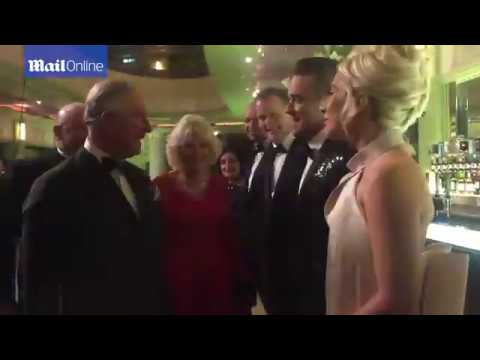 Príncipe Charles e Camilla Apresentados a Lady Gaga e Robbie Williams.