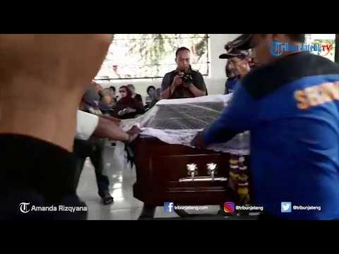 Suasana Kremasi Sastrawan Wanita Indoensia Nh Dini di Ambarawa Mp3