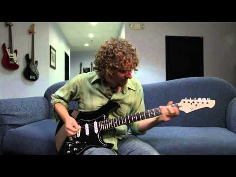 JB Eckl plays the Variax Standard - acoustic sounds | Line 6