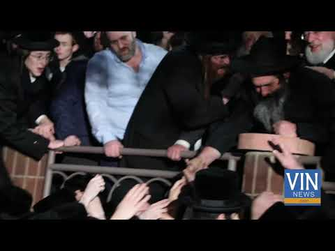 Rubashkin Greeted by Thousands in Borough Park