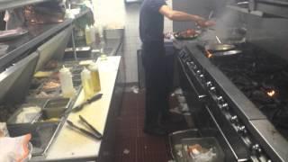 Video Blog, esto no es una cocina. Esto es el infierno. Tremendo calor,