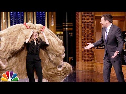 Drew Barrymore Attempts to Break Guinness World Records