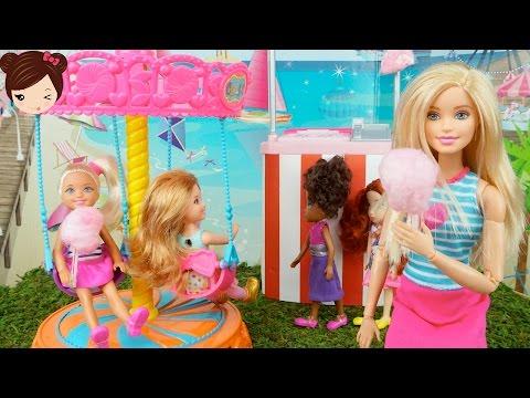 Barbie lleva a Chelsea a la Feria   Carrusel de Juguete + DIY Algondon Dulce para Muñecas