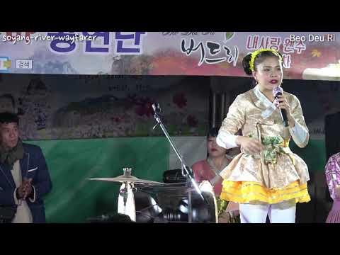 """Busking in Korea (Chun-cheon city) Pumba Queen """"Beo Deu Ri"""" 2017.11.3.pm9"""