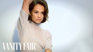 alicia vikander on doing a german accent for the fifth estate   vanities   vanity fair