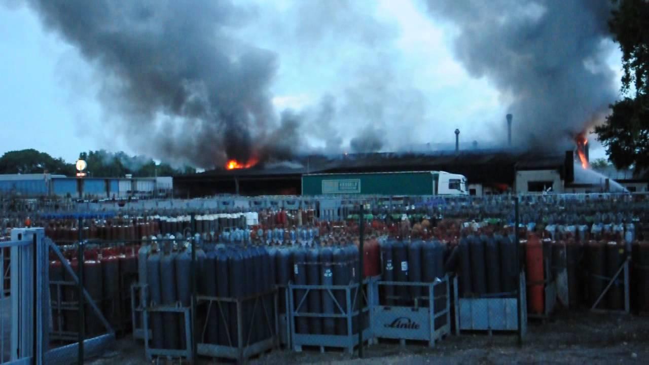 18.06.2013 - Großbrand in Mönchengladbach Firma Kessels - YouTube