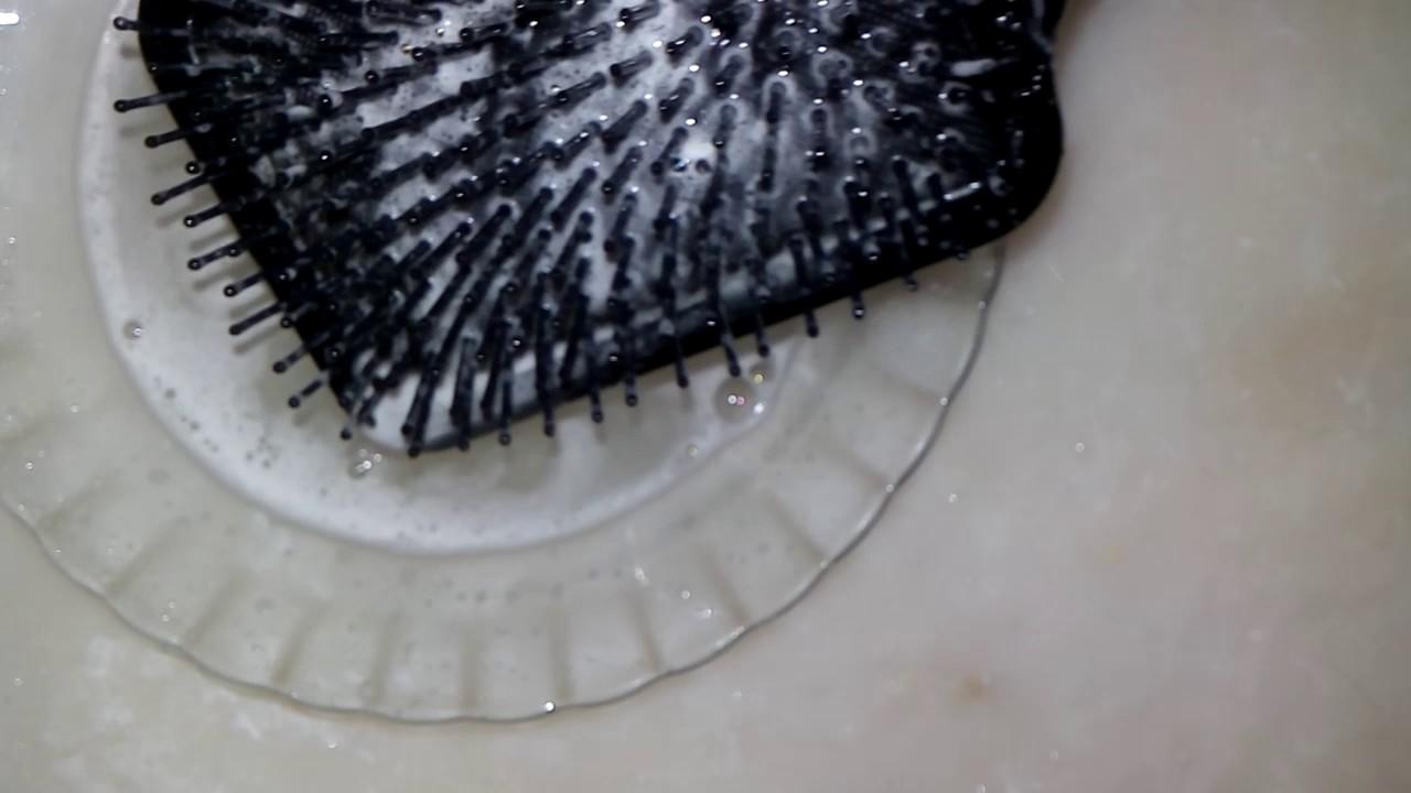 Plastik Tarak Nasıl Temizlenir
