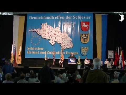 Fahneneinzug und Beginn der Hauptkundgebung - Deutschlandtreffen der Schlesier, Hannover 2013