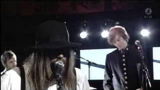 Friska Viljor - On And On (Live Nyhetsmorgon 2008).avi