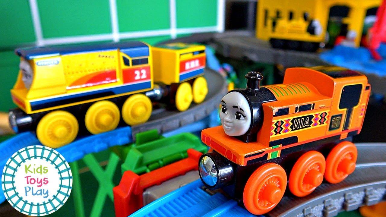 Thomas Train Mystery Wheel Super Station Dowhill Races