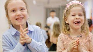 Мартынычев Юрий занимается с детьми и смешно поет в Удивительной Театральной Студии имени себя