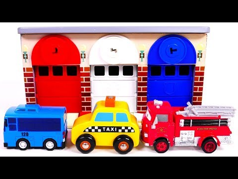 Garage Parking Playset Learn Colors with Toy Vehicles Fire Truck Taxi Bus for Children